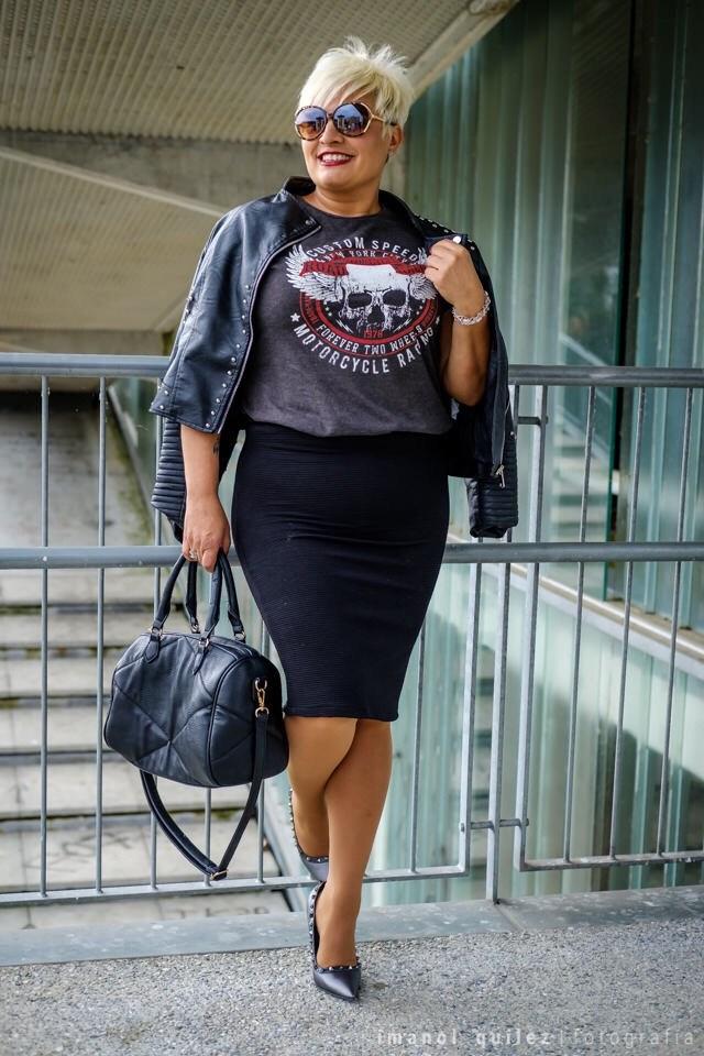 34a627eda2 En la primera propuesta he combinado la falda con camiseta rockera